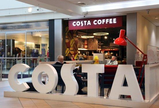 Na zdjęciu lokal Costa Coffee w warszawskiej Galerii Mokotów