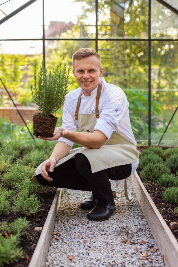Sebastian Olma, szef kuchni Hotelu Pałac Nowa Wieś. Zdjęcie: materiały prasowe.