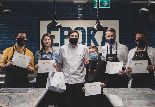 Warsztaty w restauracji Epoka. W środku szef kuchni Marcin Przybysz. Zdjęcie: materiały prasowe.