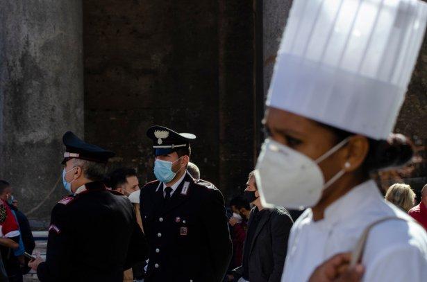 28 października pracownicy gastronomii manifestowali w Rzymie. Zdjęcie: Shutterstock.com