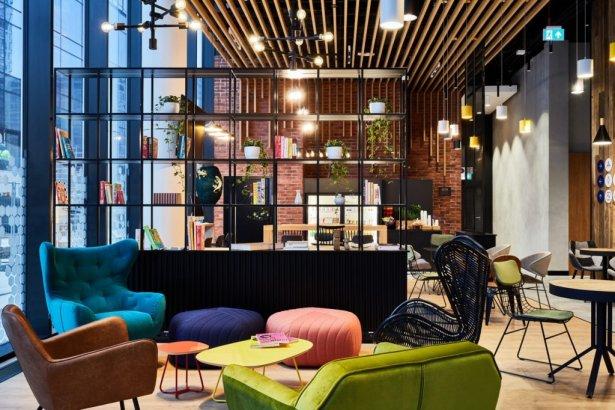 Lobby Holiday Inn Express Warsaw The Hub. Zdjęcie: materiały prasowe.