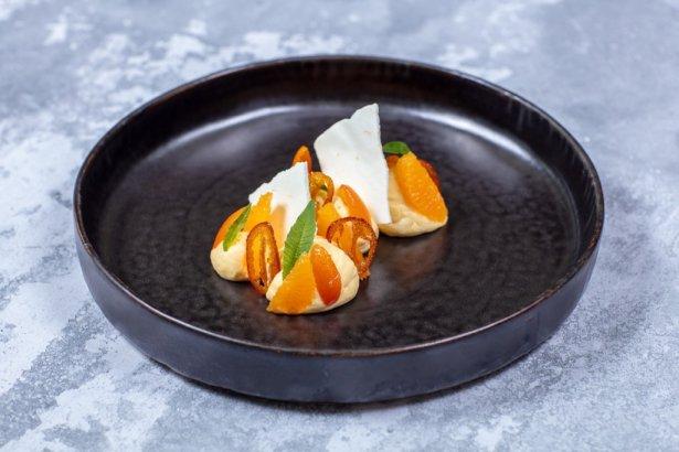 Pomarańczowa przyjemność – deser w stylu fine dinningowym / fot. materiały prasowe