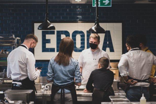 Warszawska Epoka zaproponowała warsztaty kulinarne prowadzone przez Marcina Przybysza. Foto: materiały prasowe.