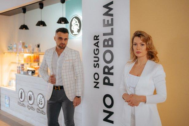Od prawej Rafał Kościuk i Ewelina Choińska, właściciele Fit Cake. Zdjęcie: materiały prasowe.