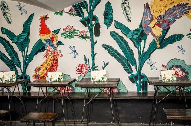 Mural na ścianie w restauracji Vietnamka. Fot. Marcin R. Szulżycki