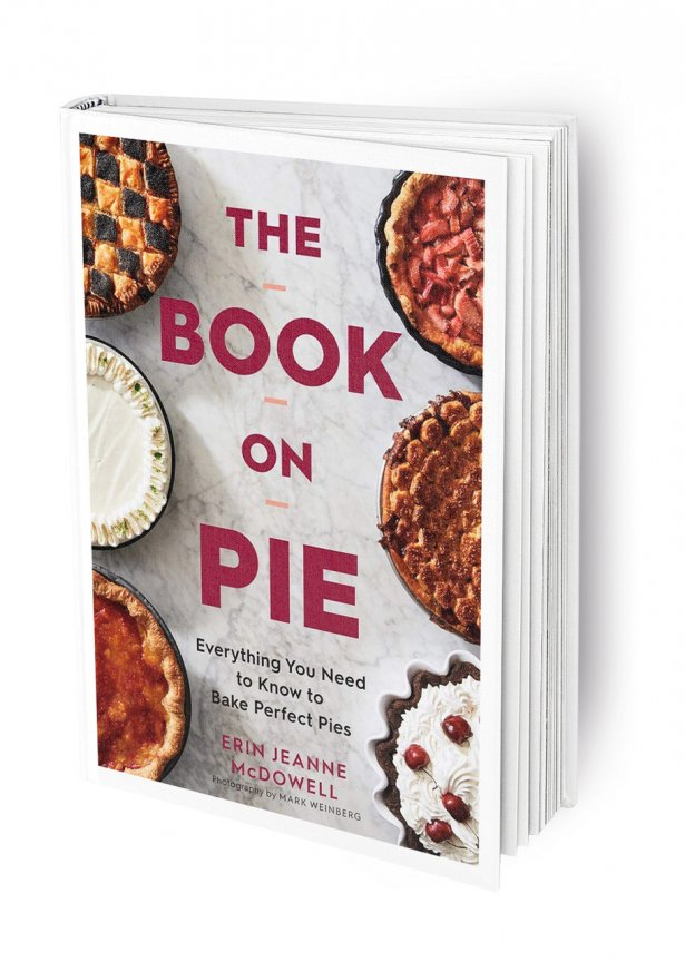 """""""The Book on Pie: Everything You Need to Know to Bake Perfect Pies"""" Erin Jeanne McDowell. Fot. materiały prasowe"""