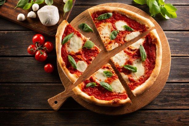 Pizza neapolitańska - możecie ją zrobić w domu! Zdjęcie: Shutterstock.com