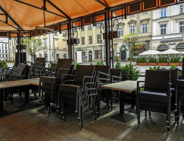 Zamknięty ogródek w jednej z krakowskich restauracji. Zdjęcie: Shutterstock.com
