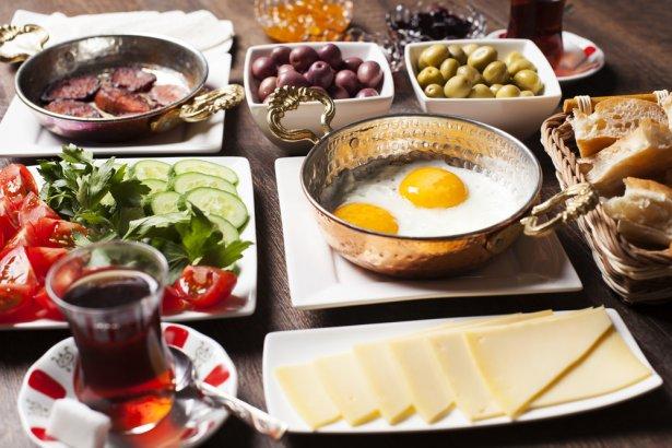 Śniadanie po turecku. Zdjęcie: Shutterstock.com