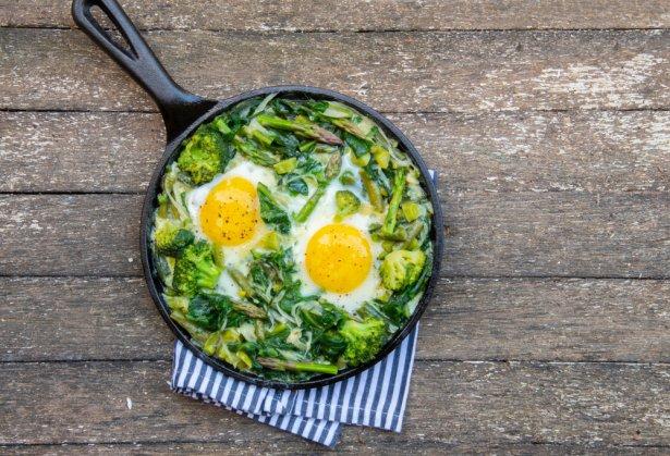 Szparagi z jajkami. Zdjęcie: Shutterstock.com