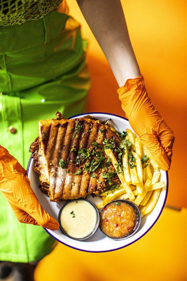 Cuban sandwich z frytkami. Fot. Magda Klimczak