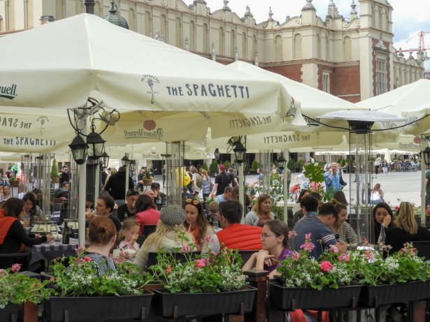 Otwarcie ogródków w Krakowie. Zdjęcie: Shutterstock.com