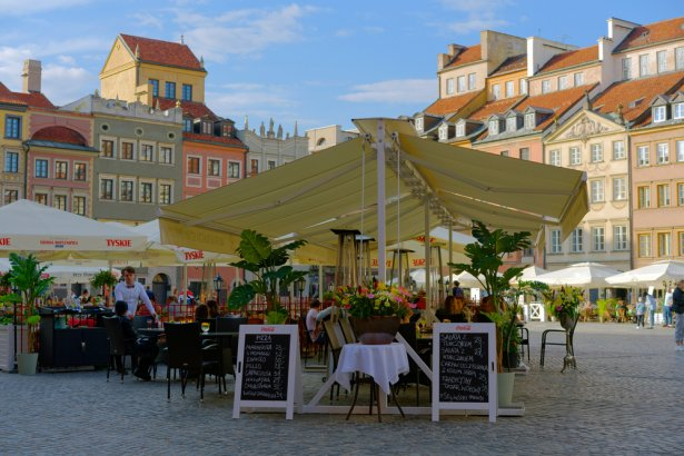 Weekend otwarcia ogródków na Starym Mieście w Warszawie. Zdjęcie:Shutterstock.com