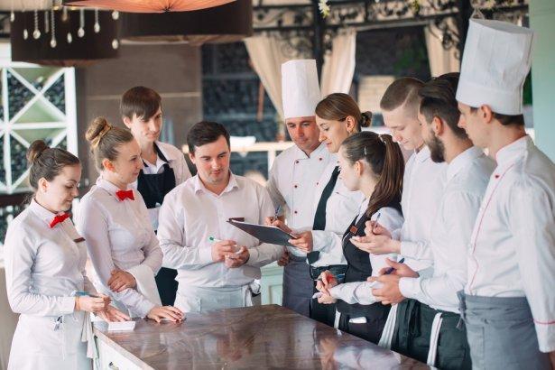 Praca w gastronomii. Zdjęcie: Shutterstock.com