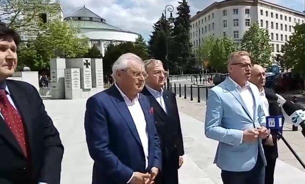 facebook.com/DariuszMaciejGrabowski.eu