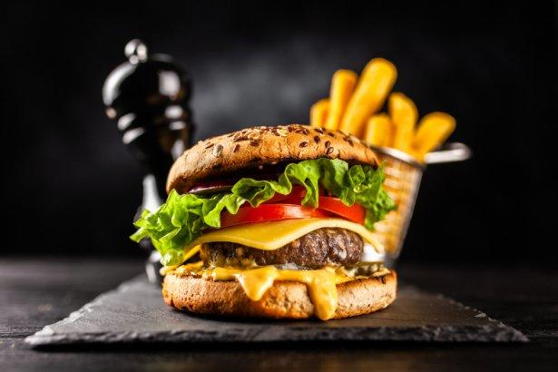 Idealny burger wołowy. Zdjęcie: Shutterstock.com