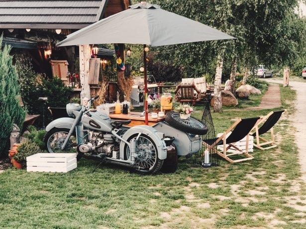 Odrestaurowany Dniepr z Prosecco Van Pico Bello, prawdopodobnie jedyny motocykl polewający prosecco w Polsce. Fot. materiały prasowe
