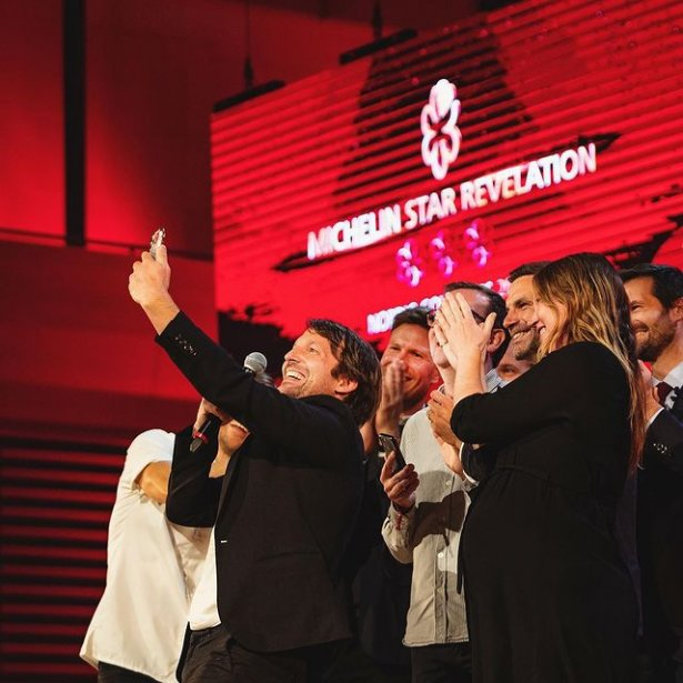 Szef kuchni Nomy René Redzepi cieszy się z trzech gwizadek Michelin. Zdjęcie: Instagram/Michelin Guide