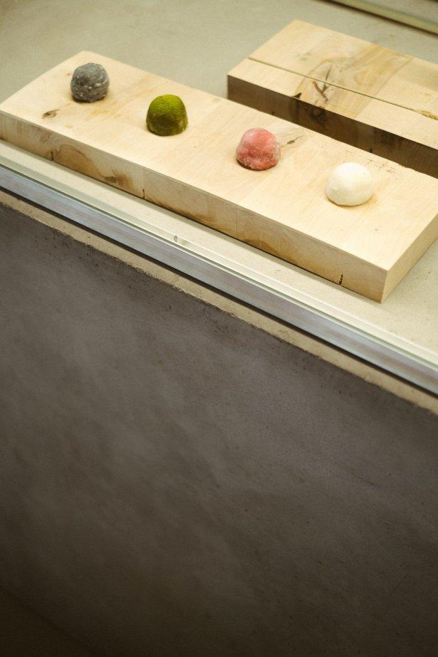 Daifuku, czyli japońskie słodycze zrobione z Mochi (ryżowego ciasta) wypełniane pastą Anko ze słonej fasoli Azuki i sezonowymi dodatkami. Fot. materiały prasowe Happa to Mame